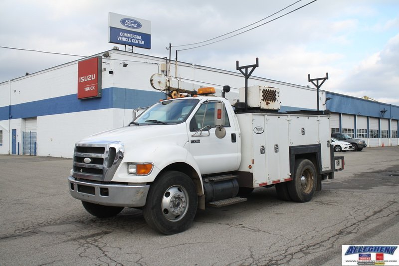 Pre-Owned 2007 Ford Super Duty F-750 Straight Frame XL